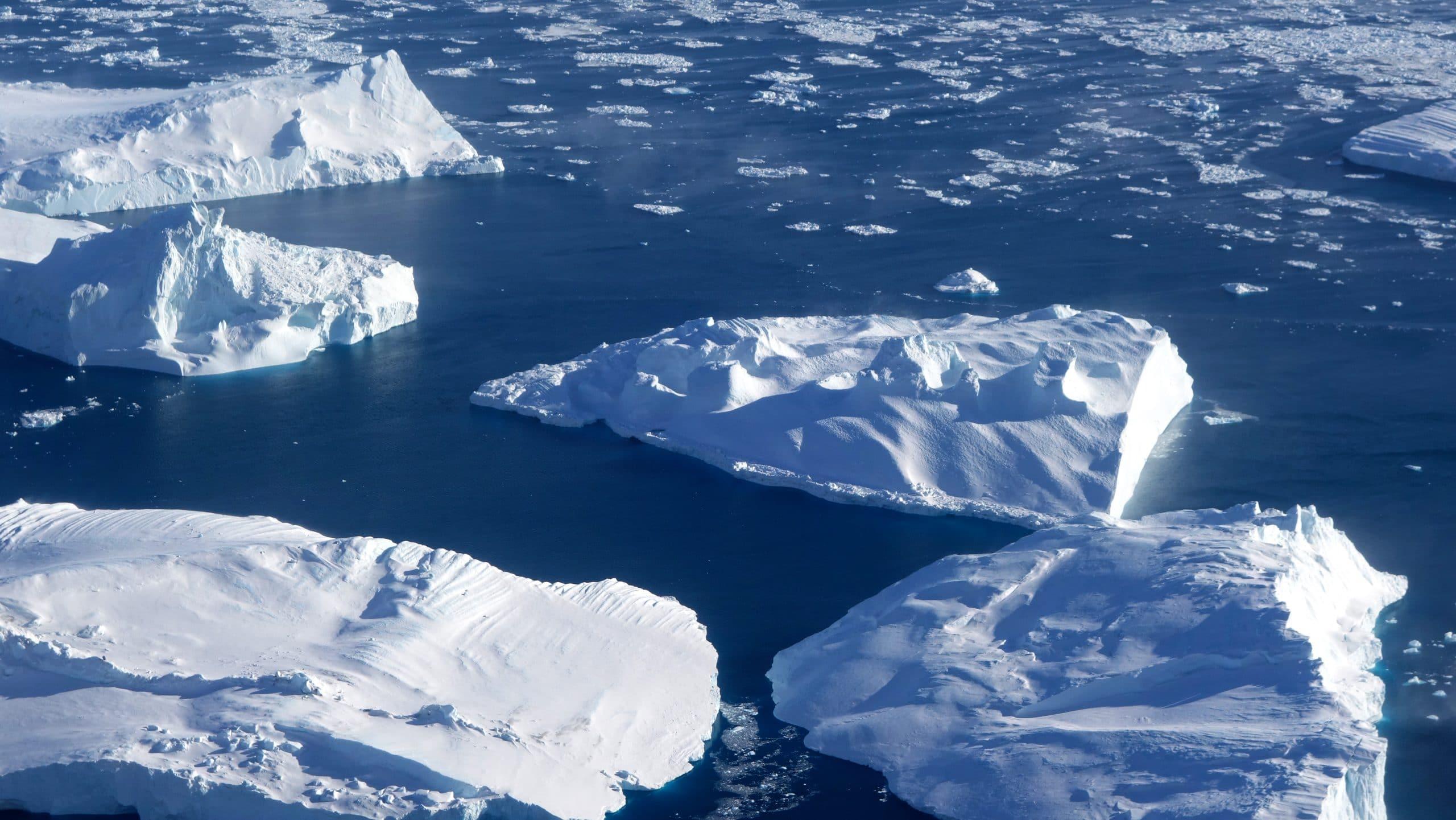 Vue avion Ilulissat icebergs