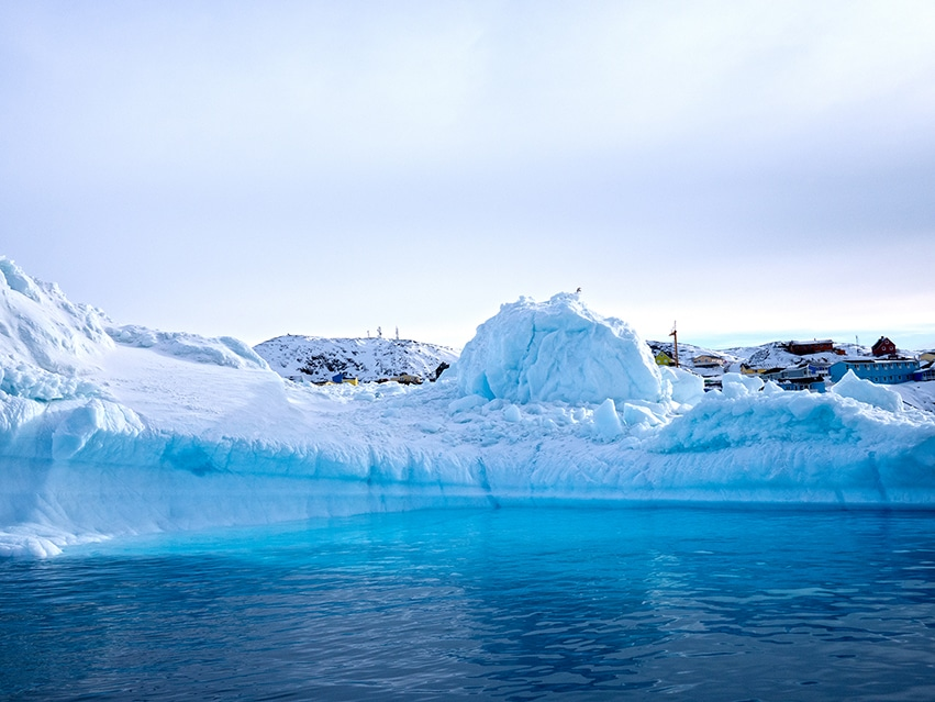 Baie de Disko Ilulissat Groenland iceberg bleu blanc mer neige