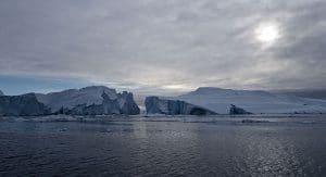 Glacier Baide de Disko icebergs mer neige Groenland hiver