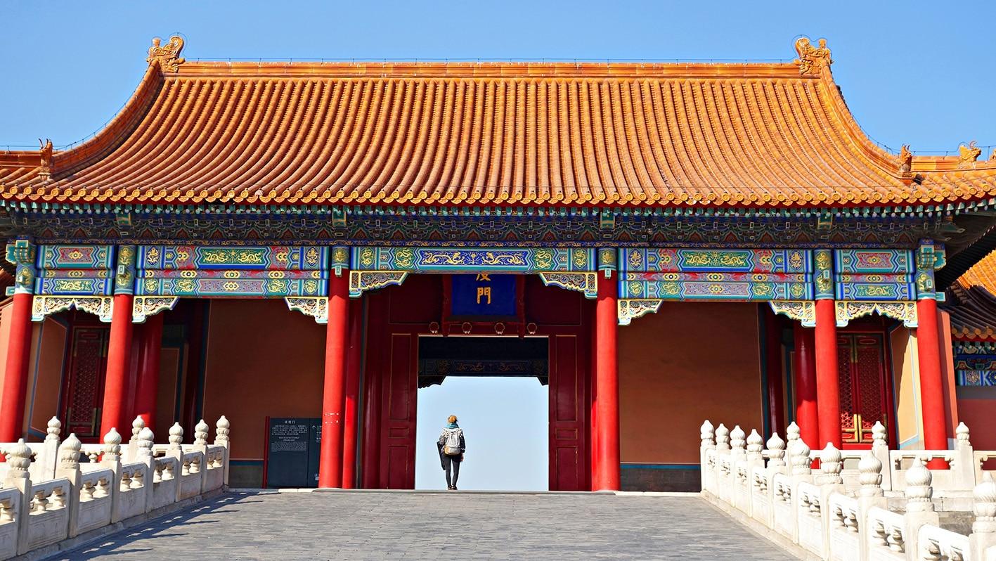Cité Interdite Lykorne entrée temple ciel bleu