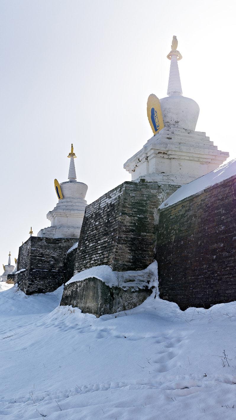 Stupas Erdene Zuu Karakorum Mongolie neige