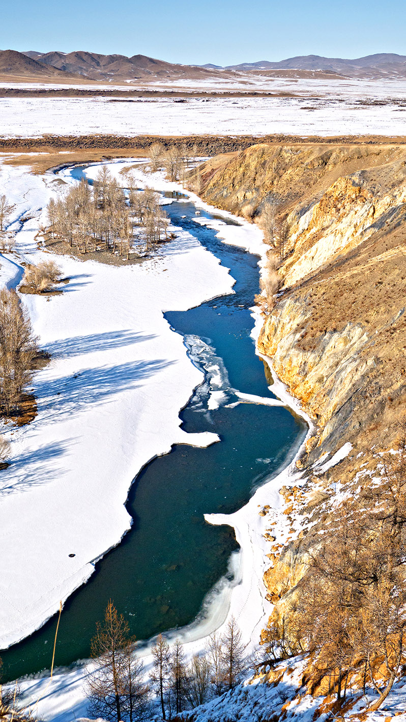 Rivière d'Orkhon neige montagne