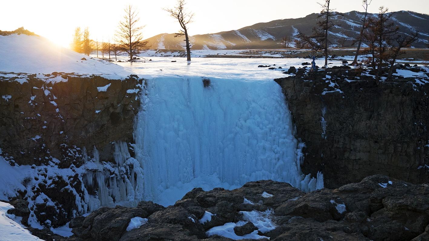 Cascade Orkhon glace coucher de soleil