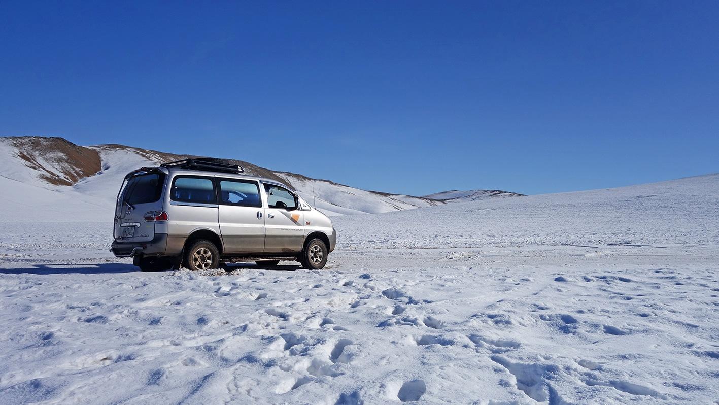 Vallée de l'Orkhon voiture neige Mongolie