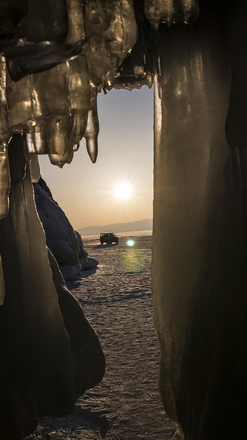 Grotte coucher soleil Ile Olkhon