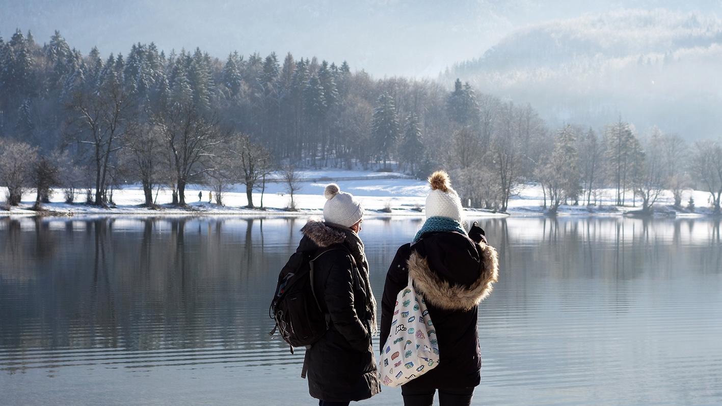 Lac de Bohinj copines vue neige