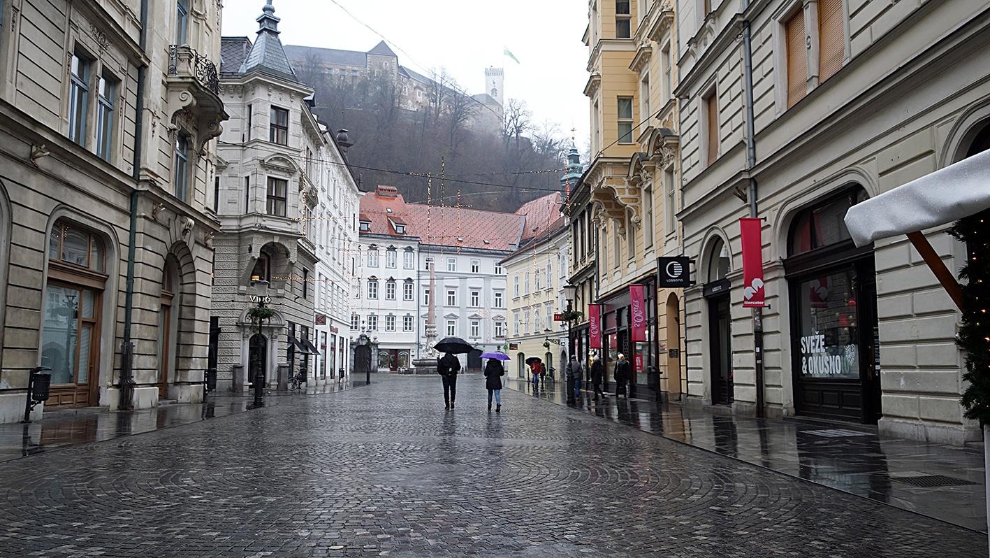 Ljubljana pluie rue château