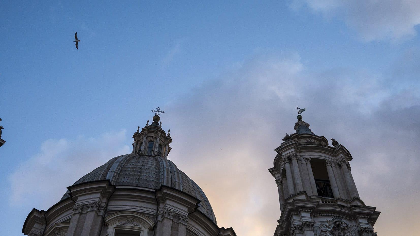 Place Navone Rome en 3 jours coucher soleil clochers oiseau