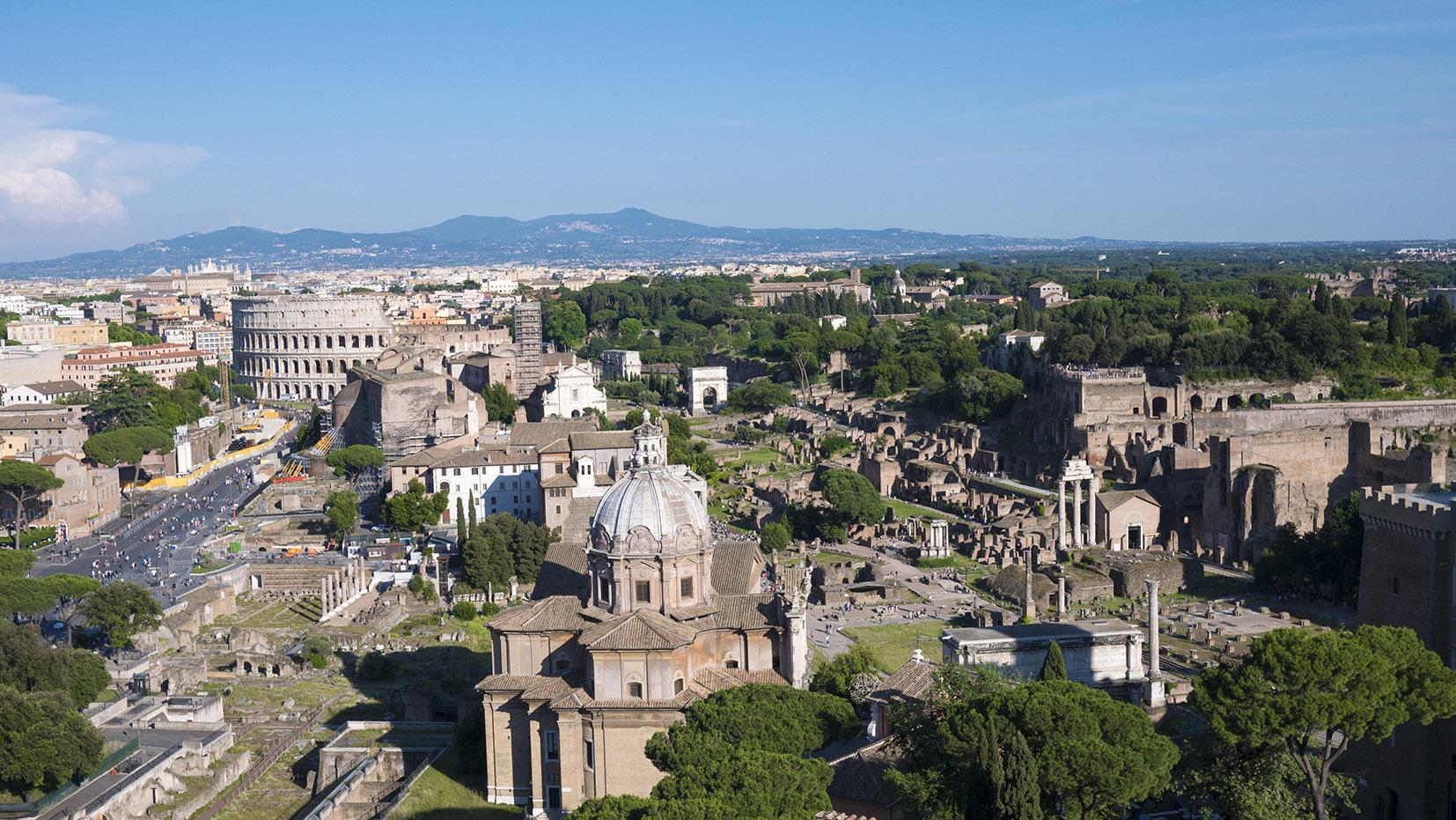 Rome en 3 jours vue du monument Emmanuel II soleil