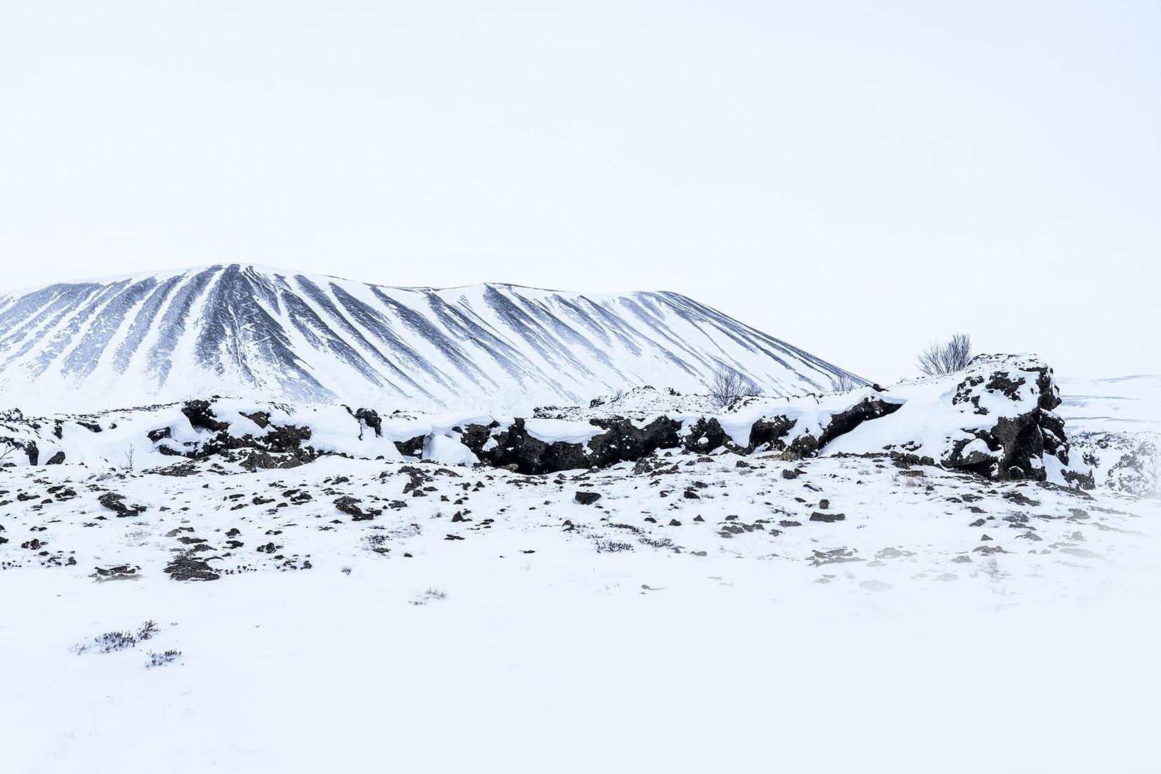 Mývatn cratère cirque neige blanc volcanique