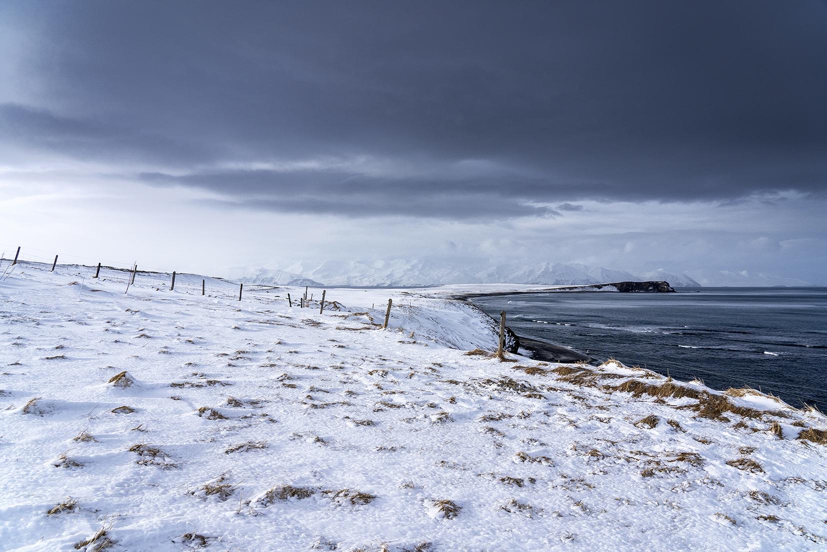 Islande du Nord falaises neige mer