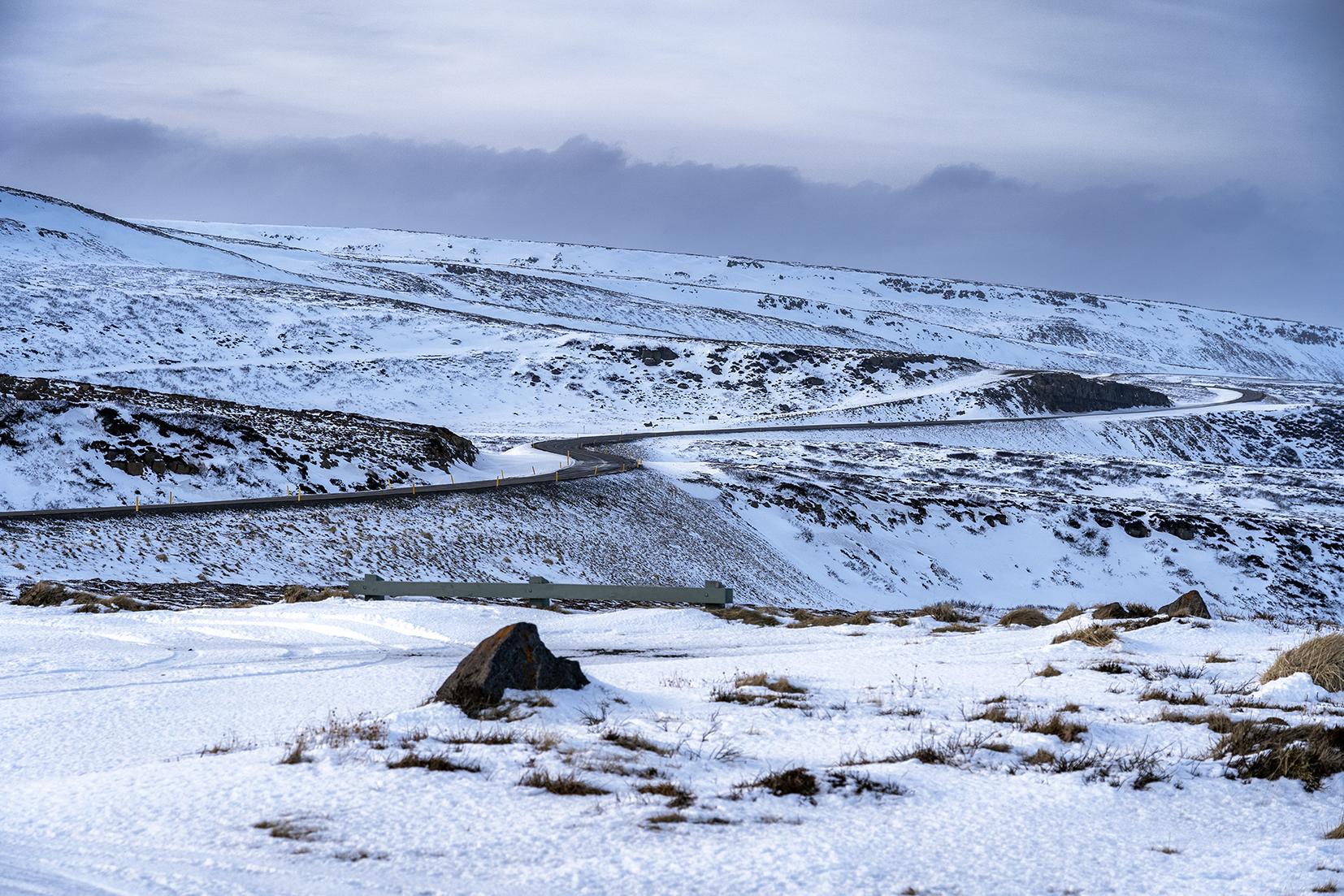 Islande du Nord route serpente neige