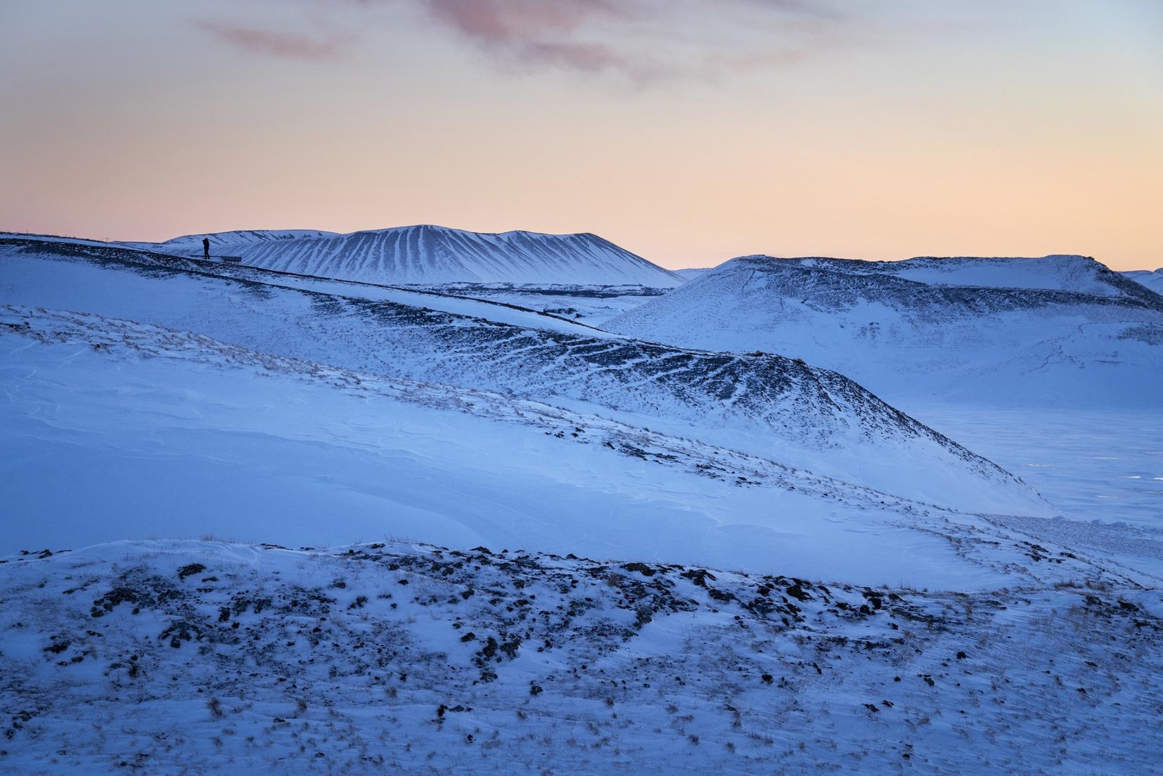 Mývatn Skútustaðagígar lever de soleil ciel orange volcans bleus Islande du Nord