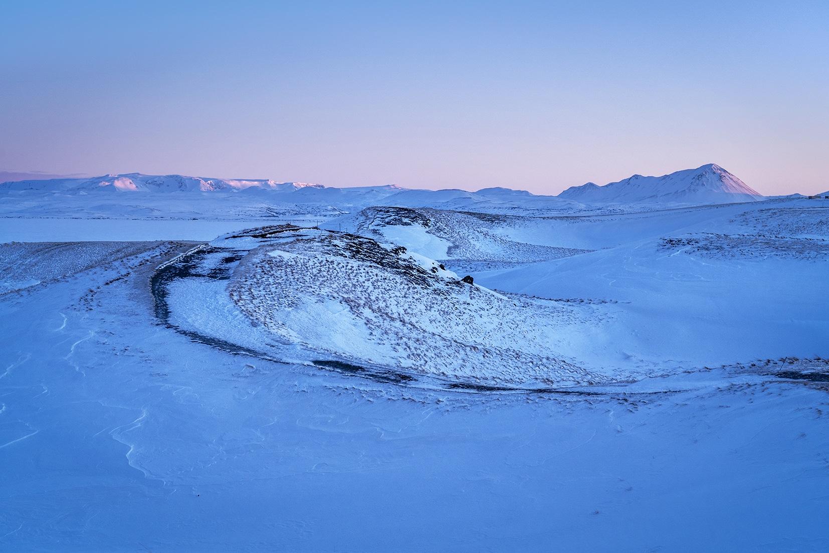 Mývatn Skútustaðagígar lever de soleil rose montagnes lac Islande du Nord