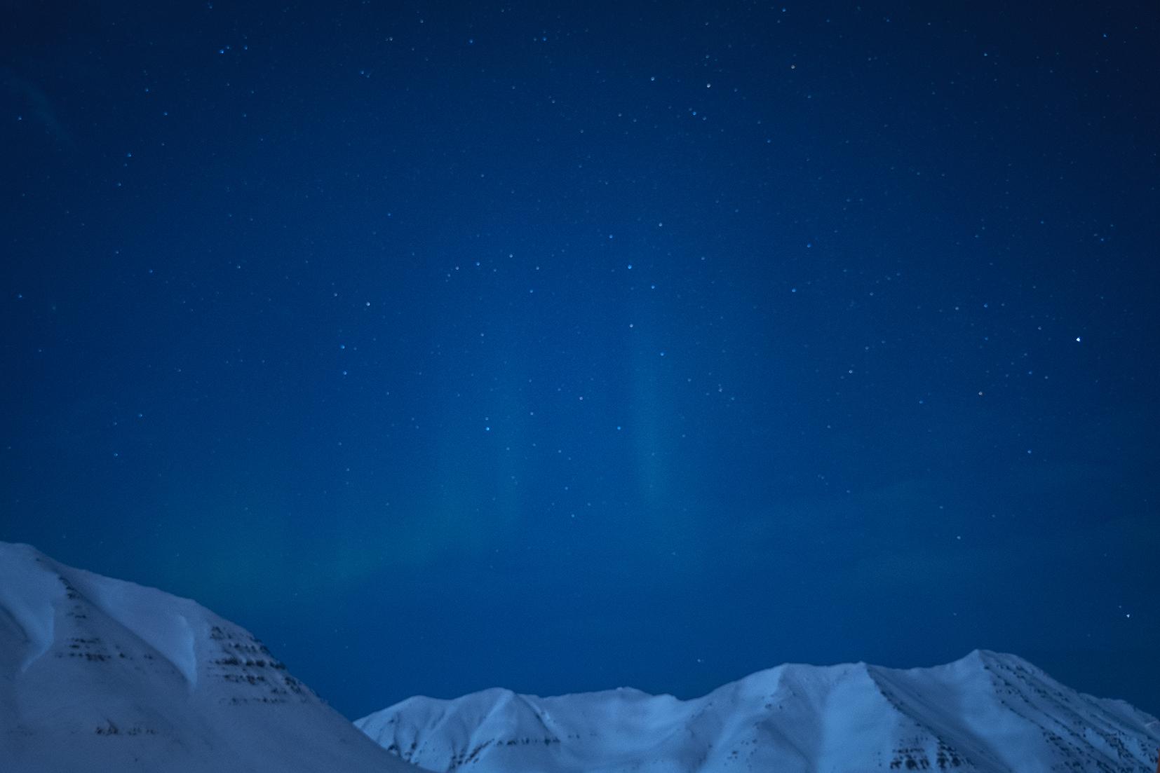 montagnes nuits mini aurore boréale Siglufjörður étoiles
