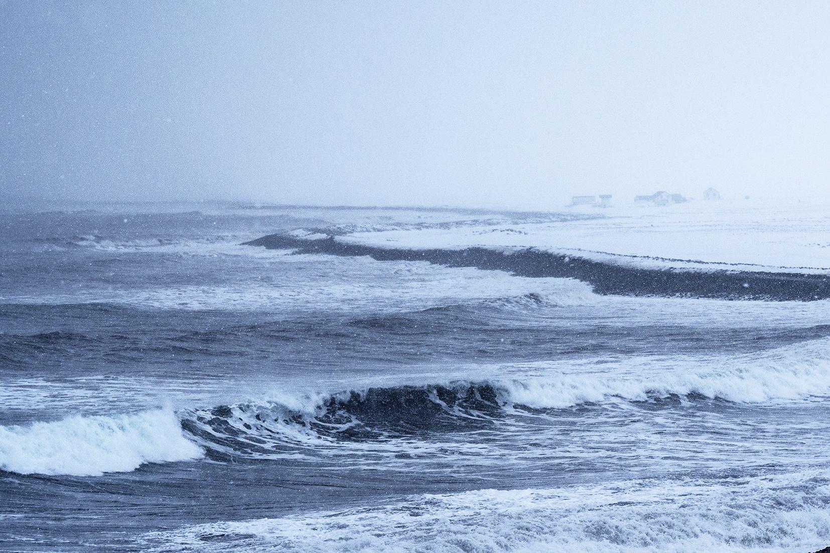 Tröllaskagi mer déchaînée flocons neige vagues brouillard