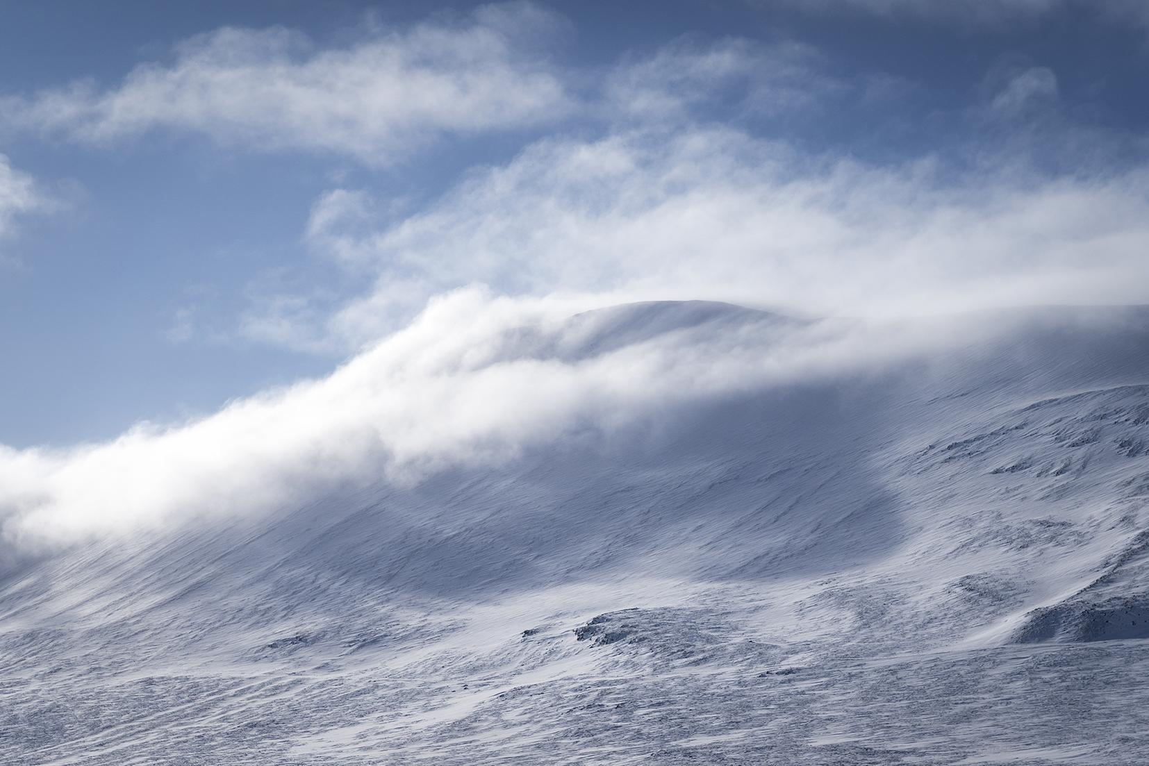 collier de nuages montagnes