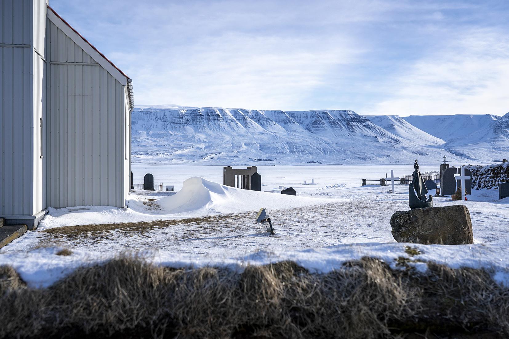 Skagafjörður Glaumbær ferme église cimetière neige montagnes Islande du Nord