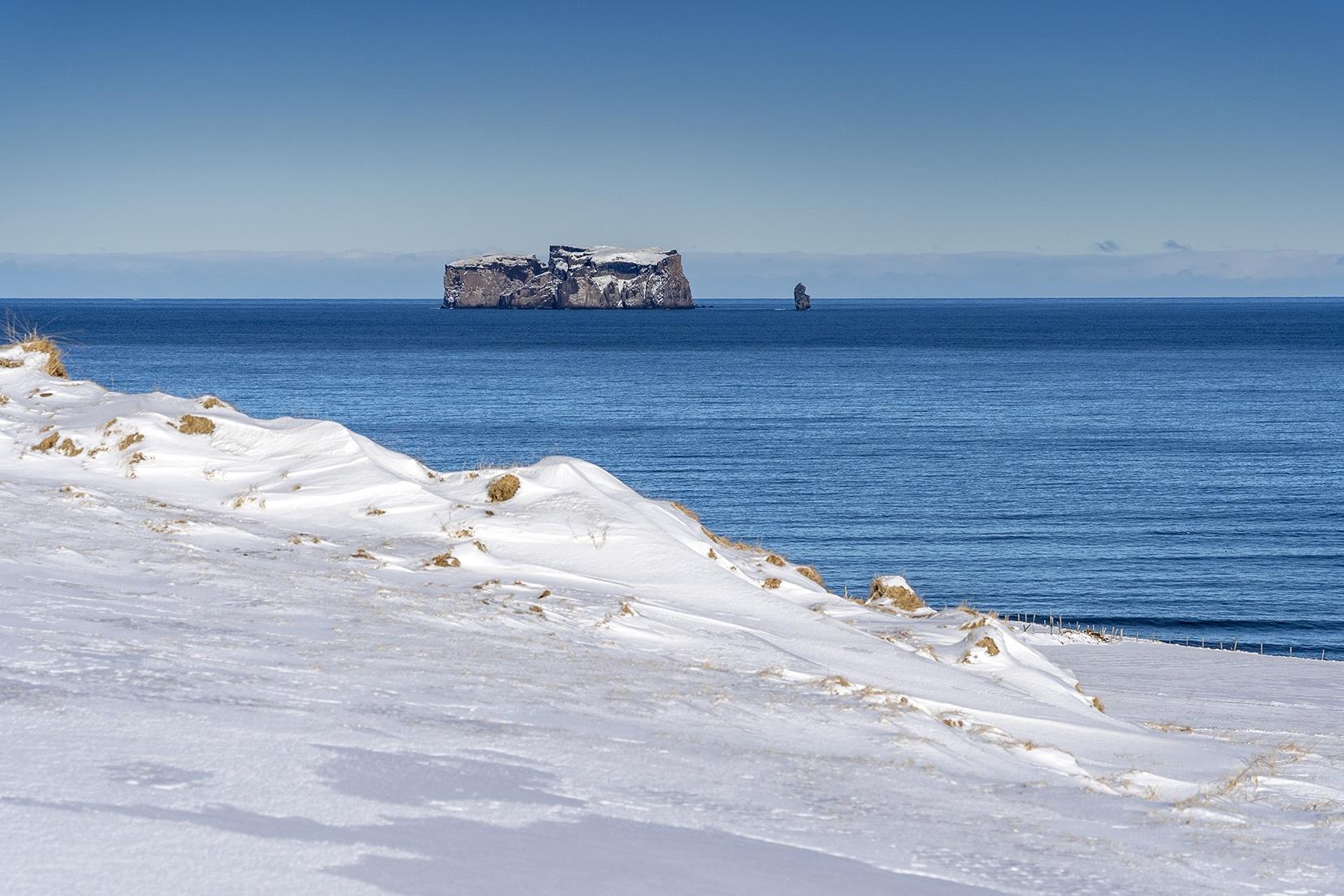 Islande du Nord Drangey mer neige ciel bleu