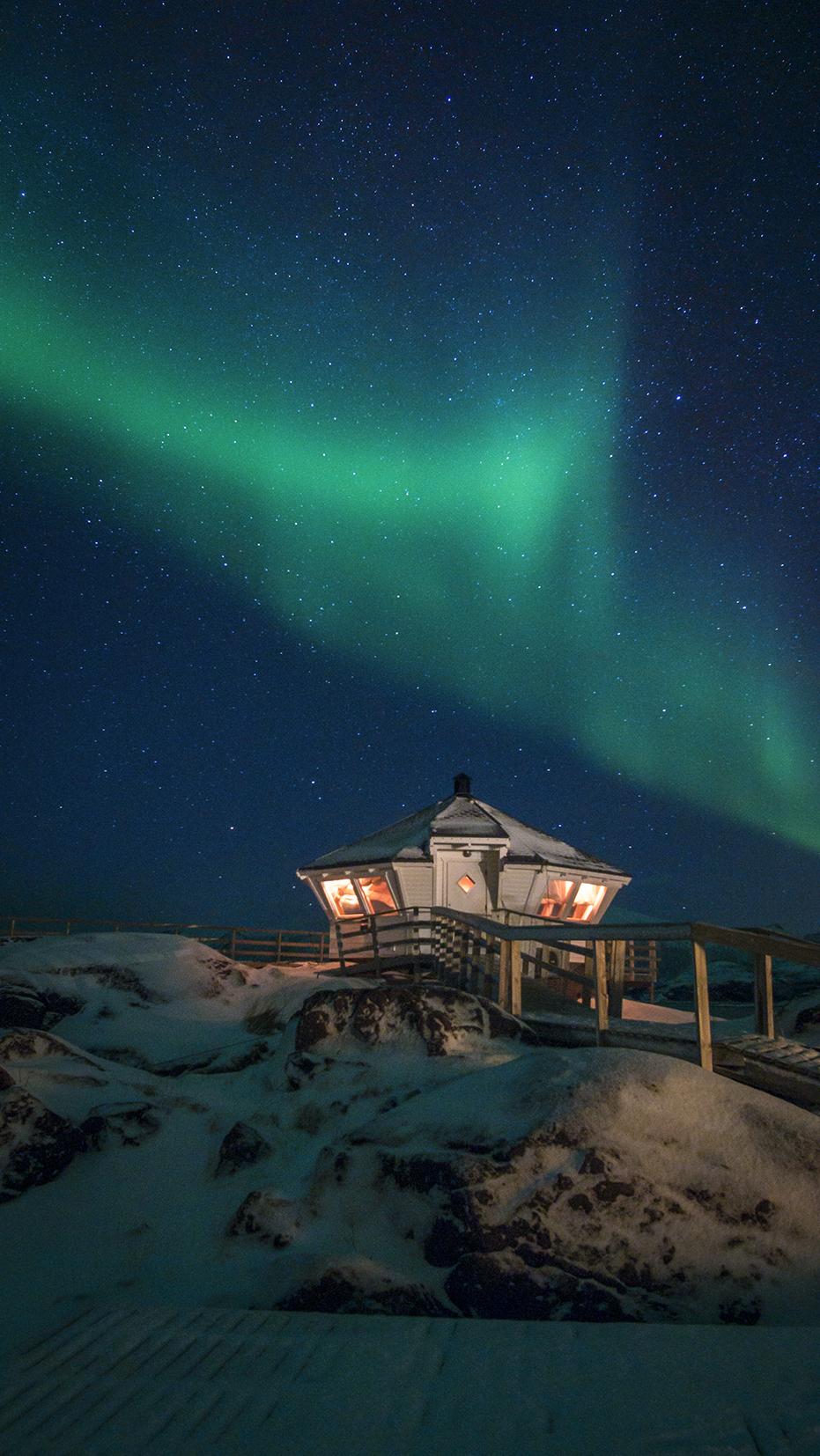 Senja phare neige étoiles aurore boréale