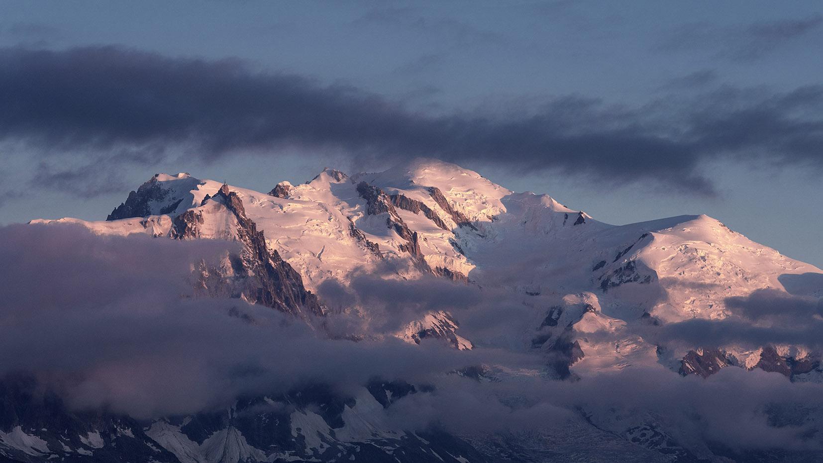 Mont Blanc aiguille du Midi aiguille du Goûter coucher de soleil neige nuages ciel