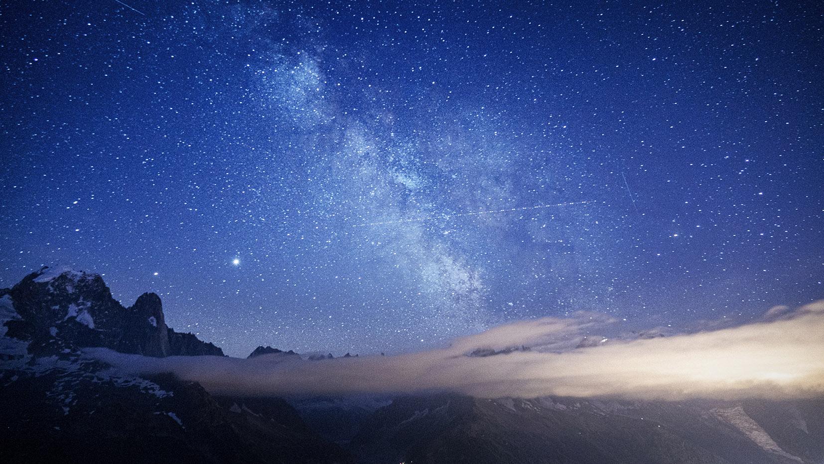 Etoiles voies lactée lac de Cheserys nuit montagnes