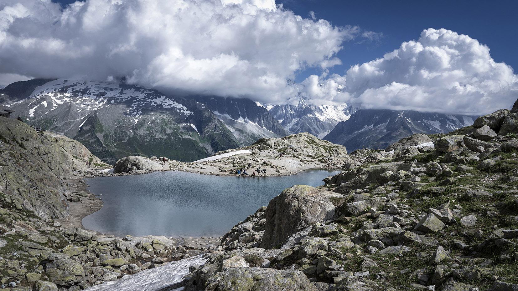 Randonnée lac Blanc eau verte nuages montagnes