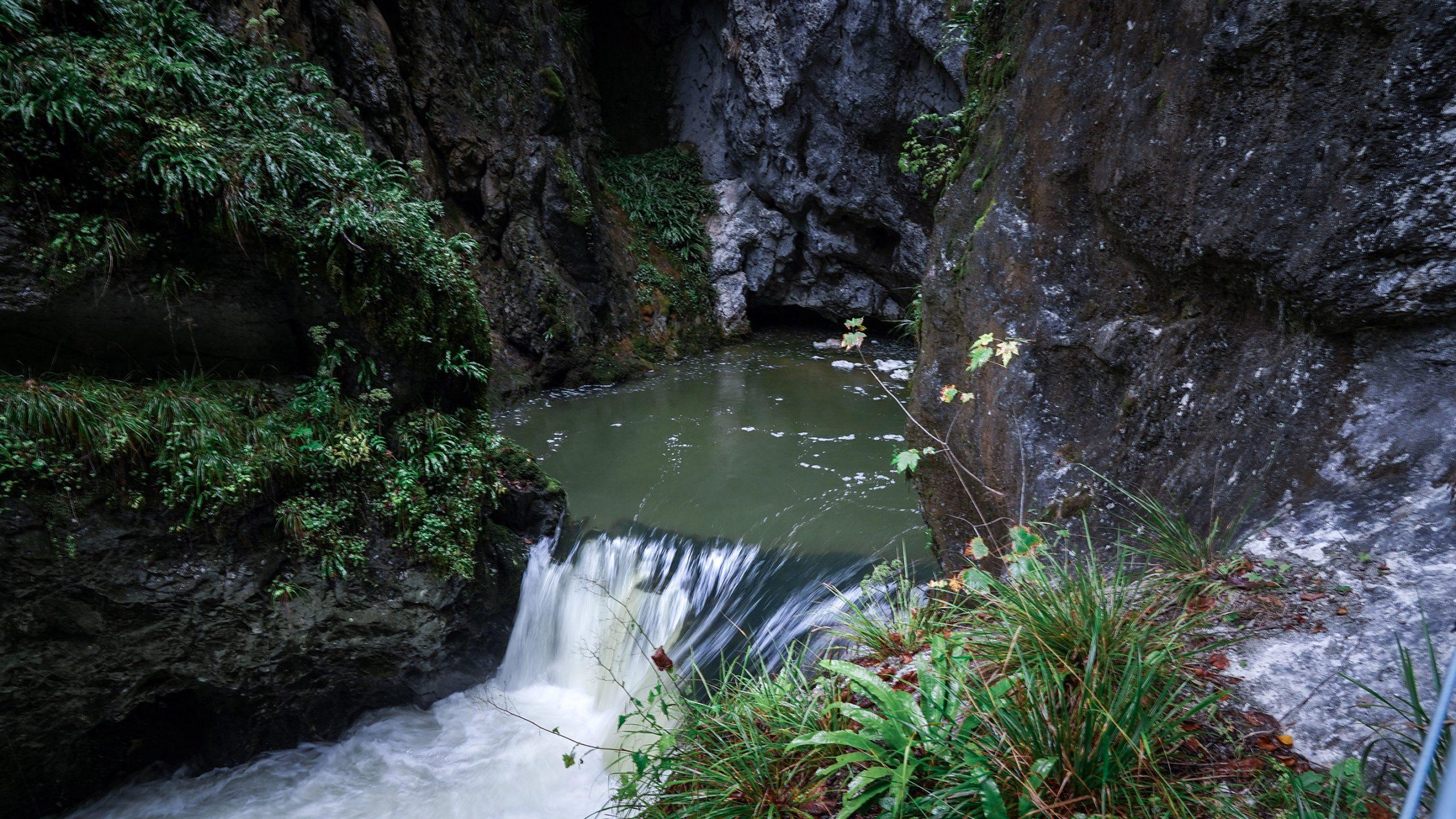 Gorges de l'Abîme cascade roches humide
