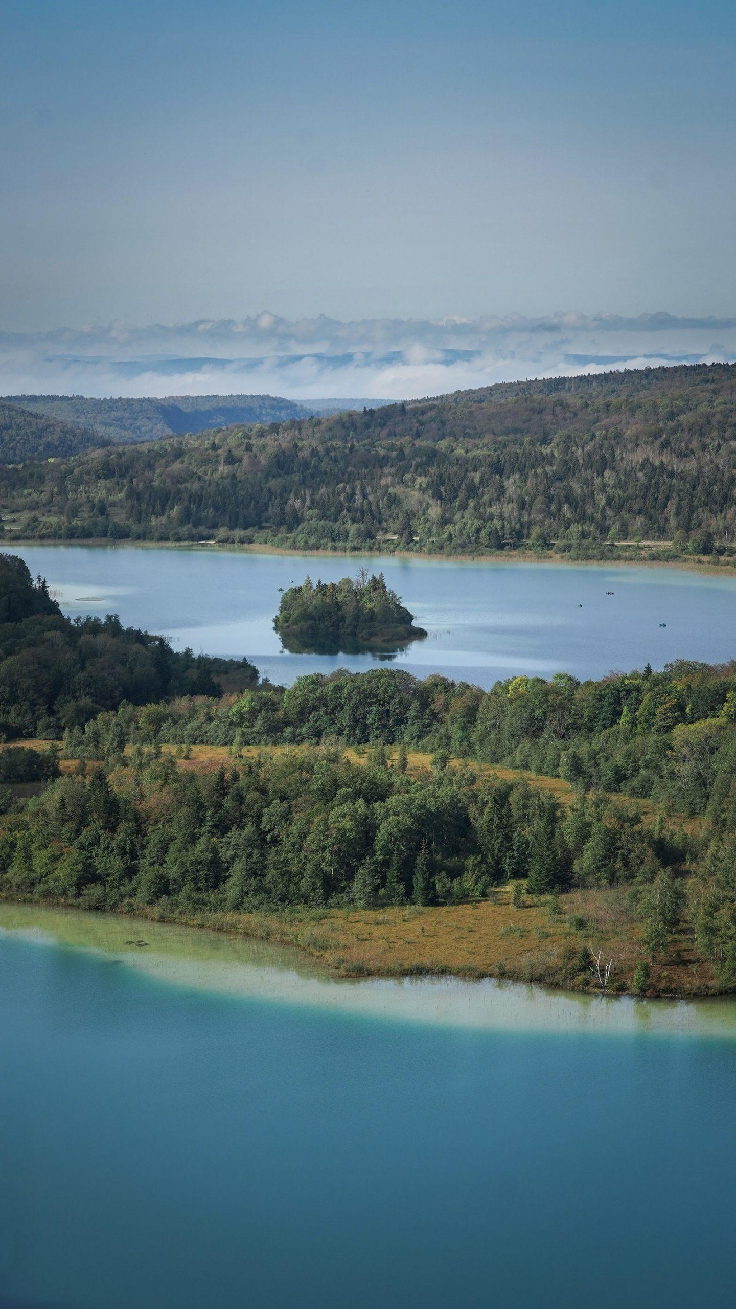 Lac Ilay Maclu belvédère des 4 lacs motte sapins, nuages