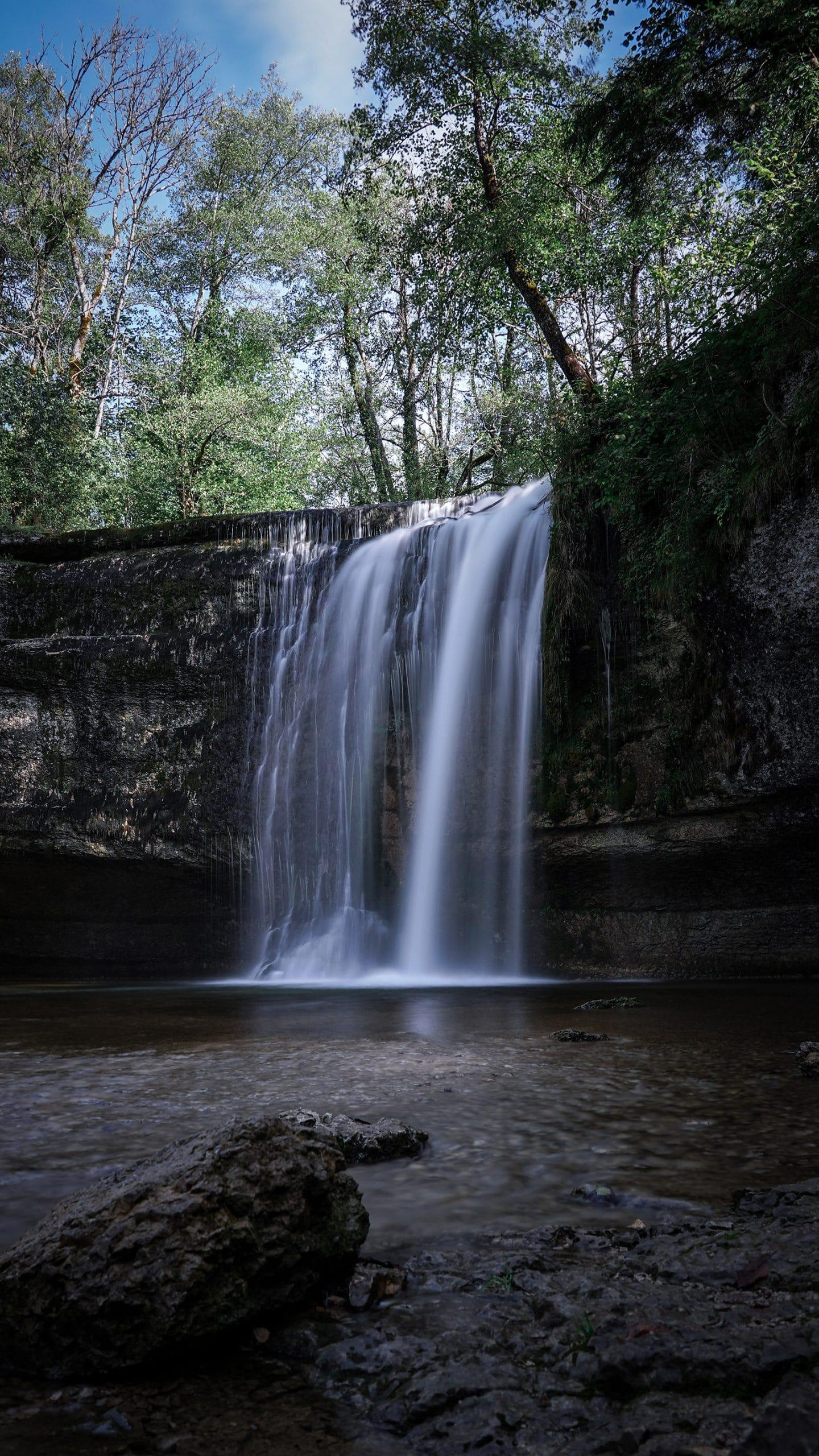 Cascades du Hérisson pose longue eau arbres roche Jura