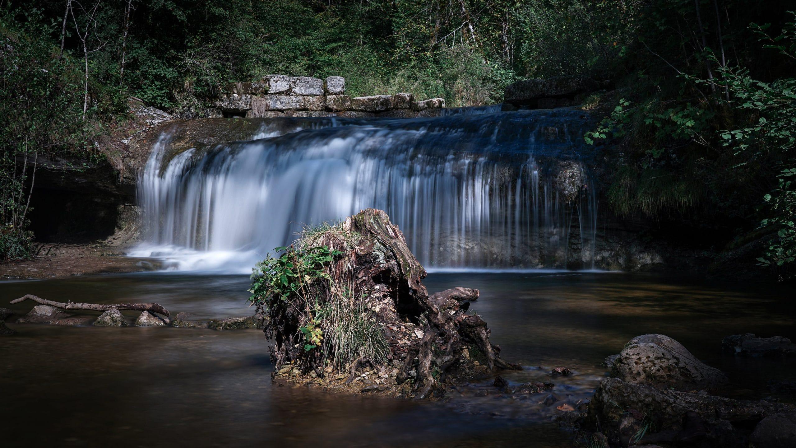 Cascades du Hérisson eau rocher lumière arbres