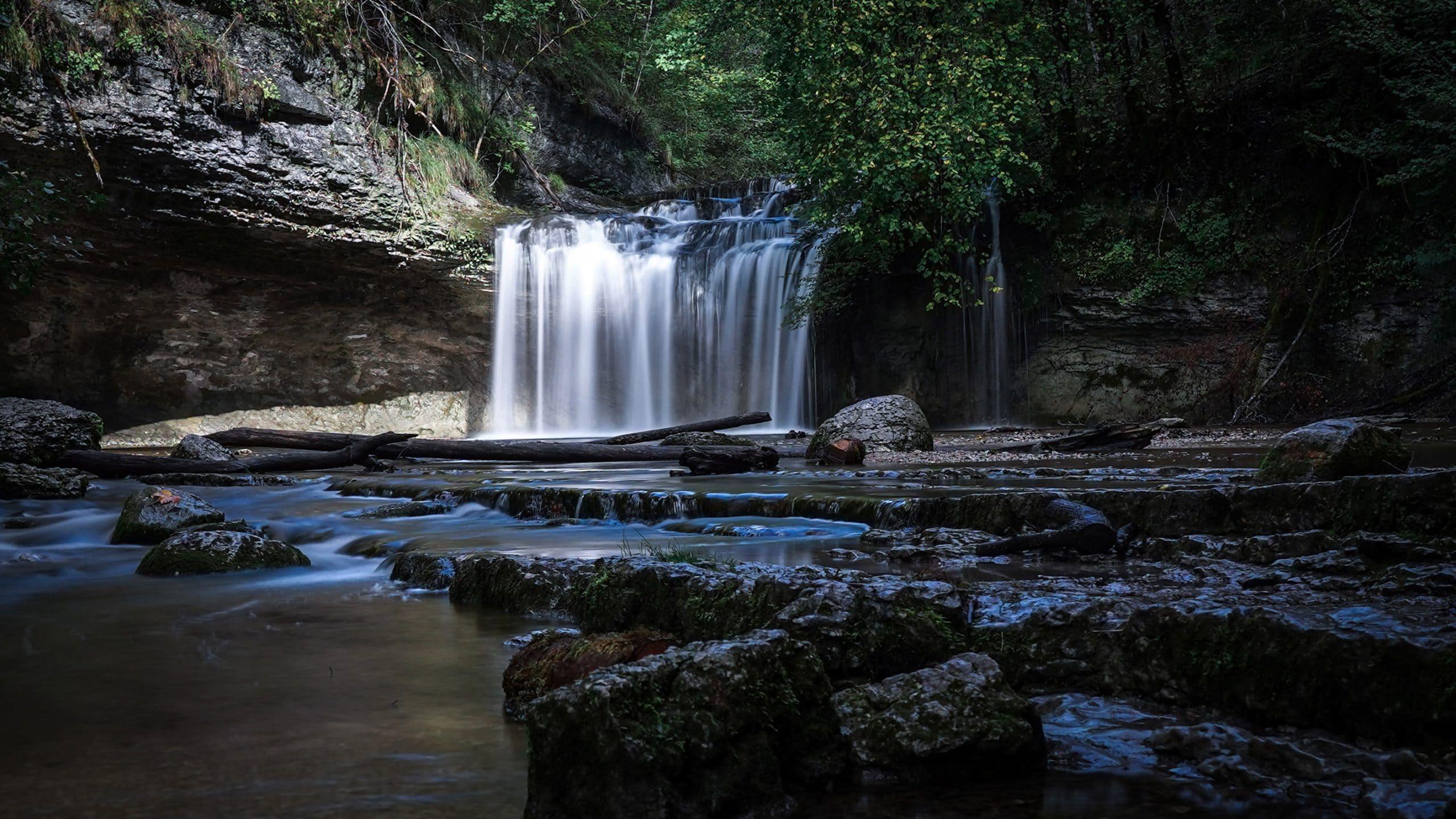 Jura cascades du Hérisson, pose longue forêt eau