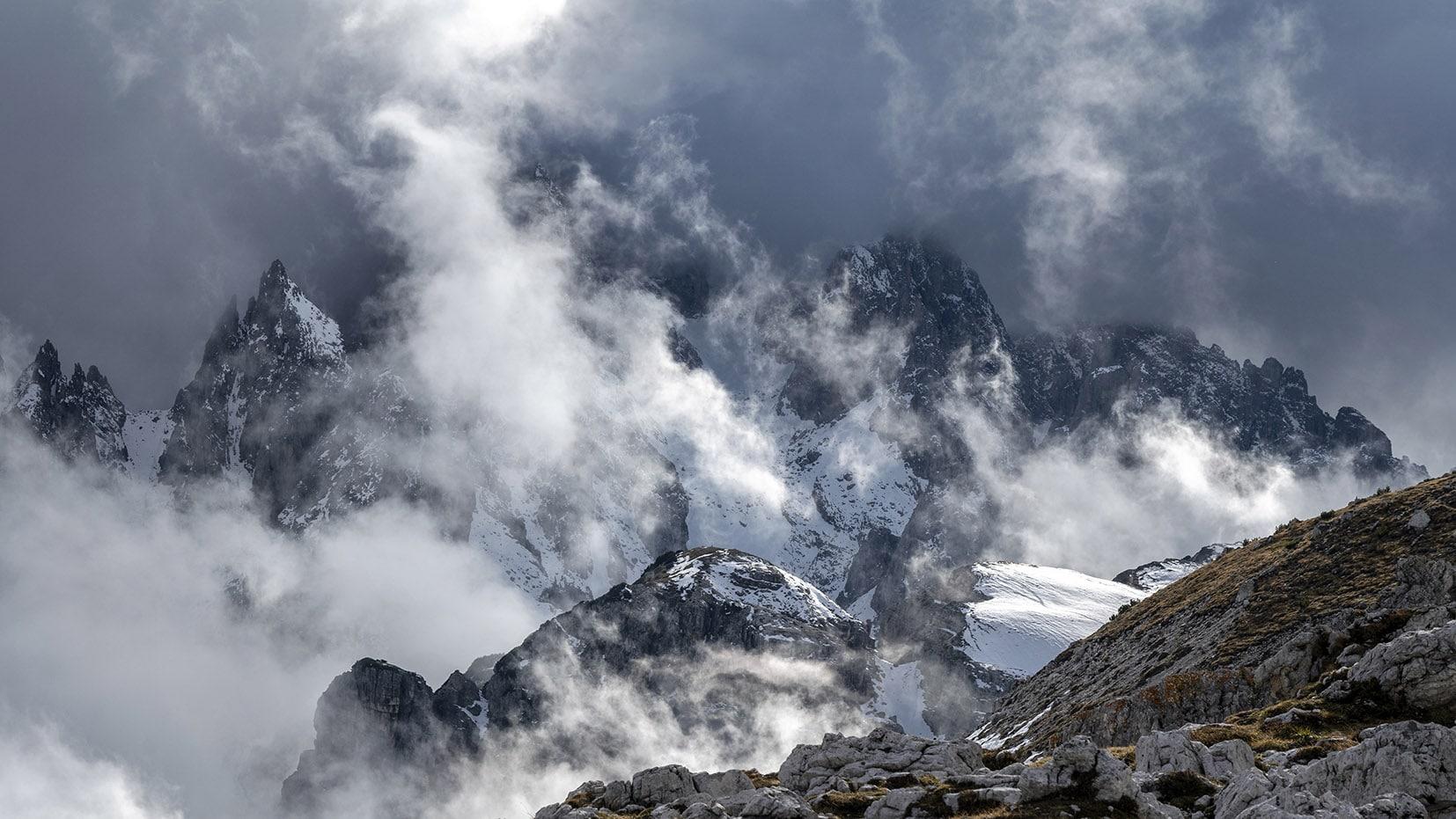 Tre Cime di Lavaredo une semaine dans les Dolomites nuages nuages noires cimes neige
