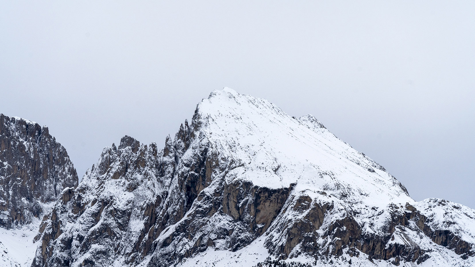 sommet montagneux Alpe di Suisi neige
