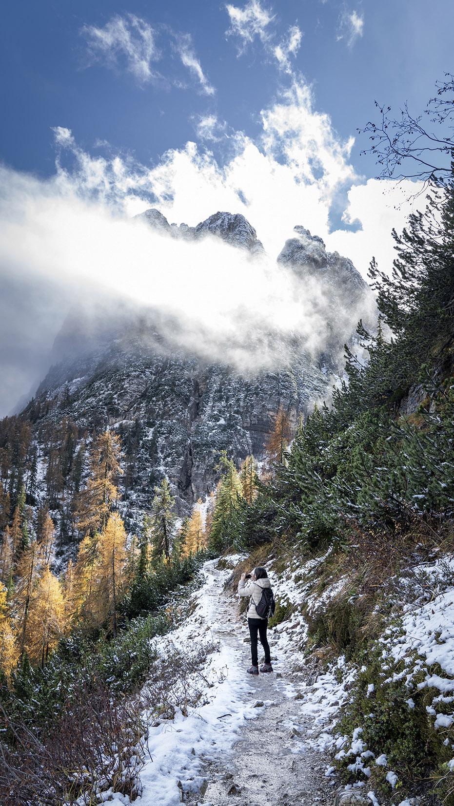 Lago di Sorapis montagnes sentier sapins automne neige