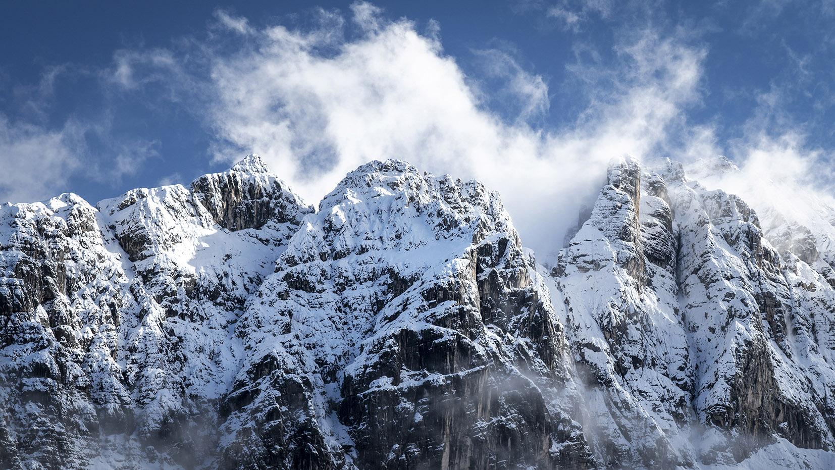 Dolomites cimes enneigées