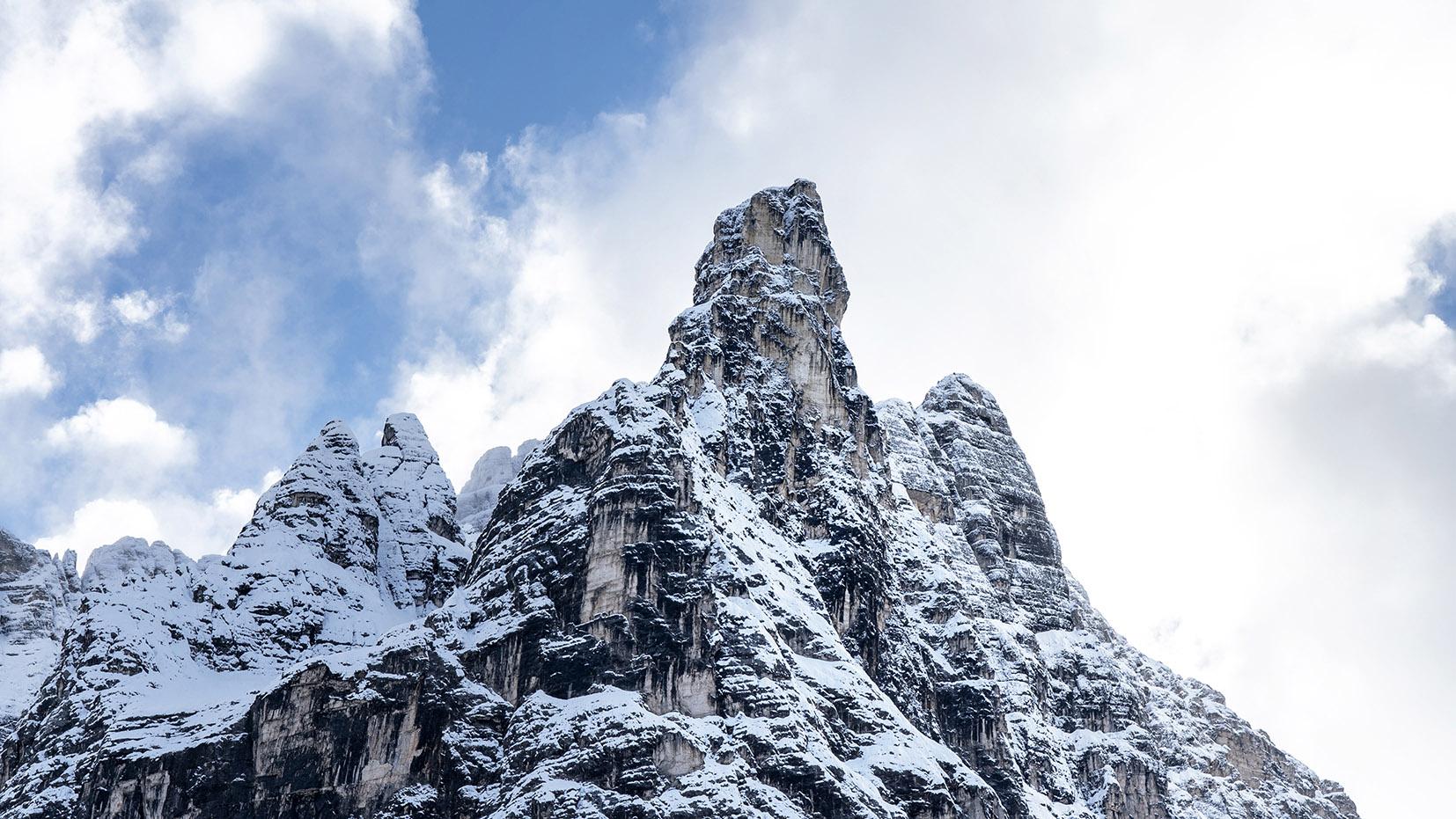 Montagnes cimes roche neige