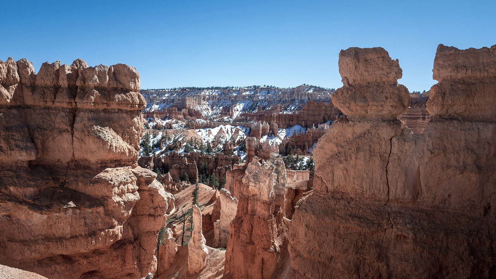 Bryce Canyon Queens Garden Trail & Navajo Loop trail ciel bleu