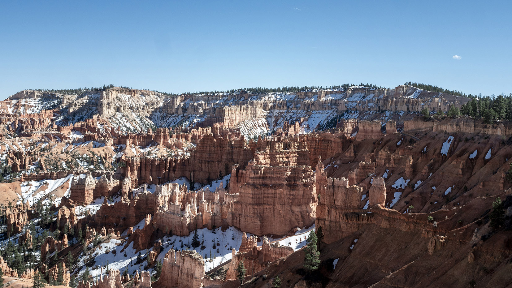 Parc National USA roches ciel bleu sapins neige Bryce Canyon