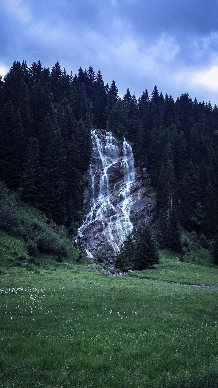 cascade des Brochaux Haute-Savoie lindarets sapins